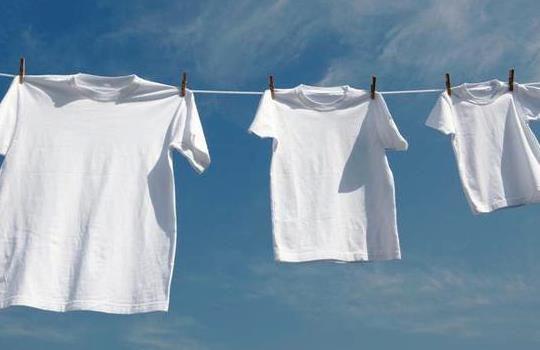 Bagaimana Cara Efektif Mempertahankan Warna Pakaian Putih Tidak Kusam
